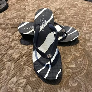 Coach Black/White SZ 8B Flip Flops Thongs Nice!